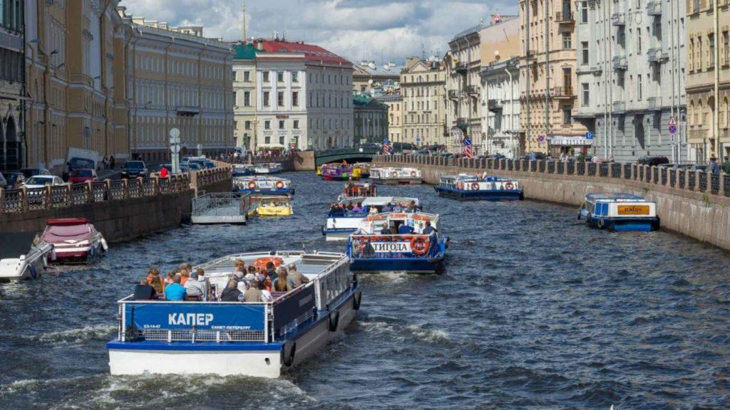 Экскурсии по рекам и каналам в Санкт-Петербурге