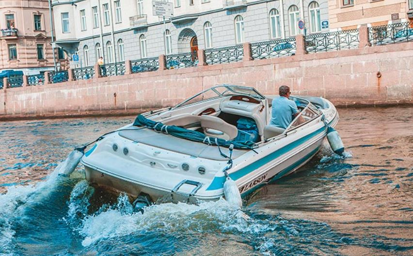 Прогулка на катере в Санкт-Петербурге