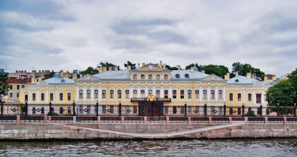 Фонтанный дом в Санкт-Петербурге