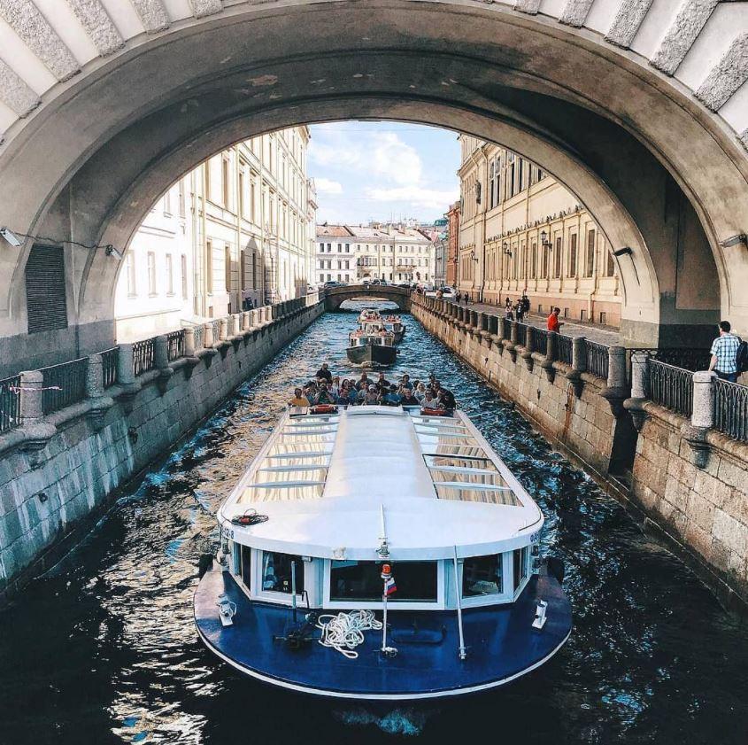 Экскурсия на теплоходе по рекам и каналам