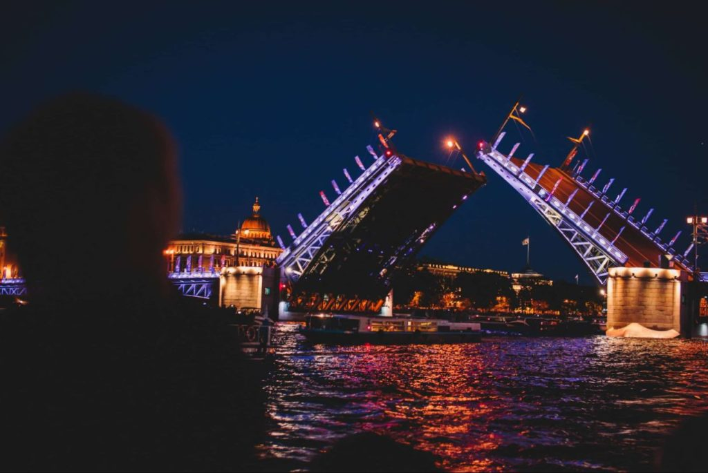 Экскурсия на развод мостов в Санкт-Петербурге