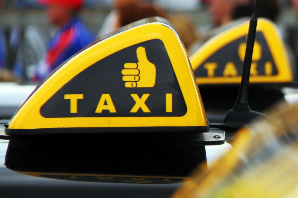 Такси до Петергофа