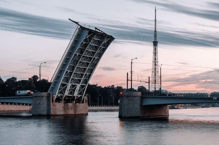Гренадёрский мост в Санкт-Петербурге